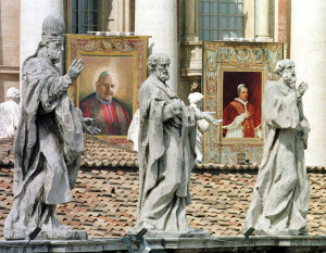The tapestry with the image of Pope John XXIII, beatified by Pope John Paul II during a ceremony in St. Peter's Square, September 3, 2000 (CNS photo).