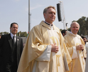 Msgr. Georg Gaenswein and Msgr. Alfred Xuereb during the Mass celebrated by Pope Benedict XVI at the International Stadium in Amman, Jordan,  on May 10, 2009 (Galazka photo).