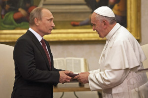 Pope Francis meets Vladimir Putin, President of the Russian Federation, in the private library at the Apostolic Palace on November 25 (Galazka photo).