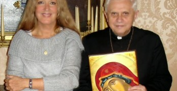 Vassule Ryden with Pope Benedict XVI