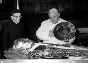 On April 9, 1959, accompanied by his private secretary, Loris Capovilla (recently made a cardinal), Pope John XXIII venerated the relics of the good and exemplary Pope St. Pius X, the most recent Pope to be canonized before John XXIII.