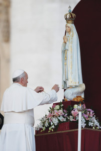 On October 10, 2013, Pope Francis venerated the Statue of the Madonna of Fatima.