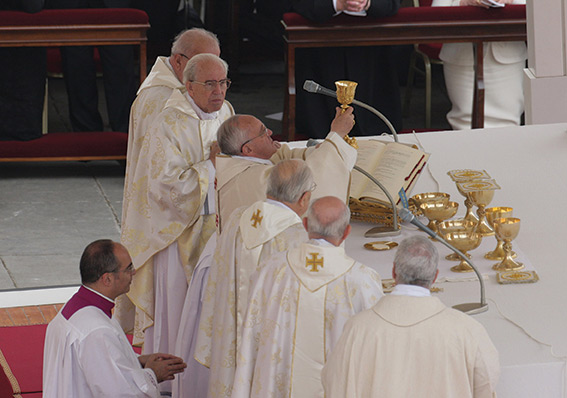 Pope Francis consecrates the body and then the blood of Christ.