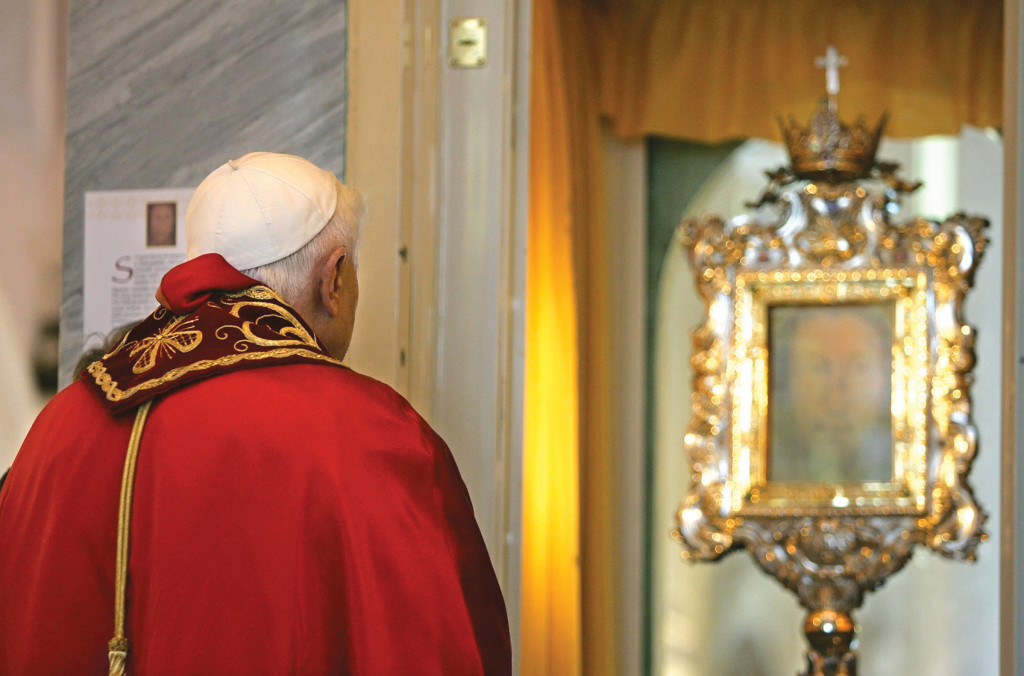 Pope Benedict prays before the veil in Manoppello, Italy, on September 1, 2006.