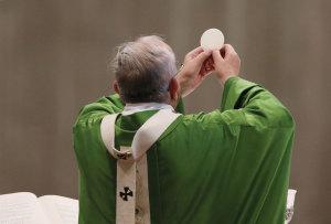 fr.-eucaristia-ostia