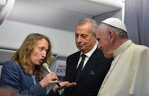 Elisabetta Pique asks the Pope a question.