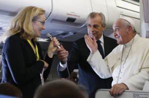 Nicole Winfield of AP asks Pope Francis a question.
