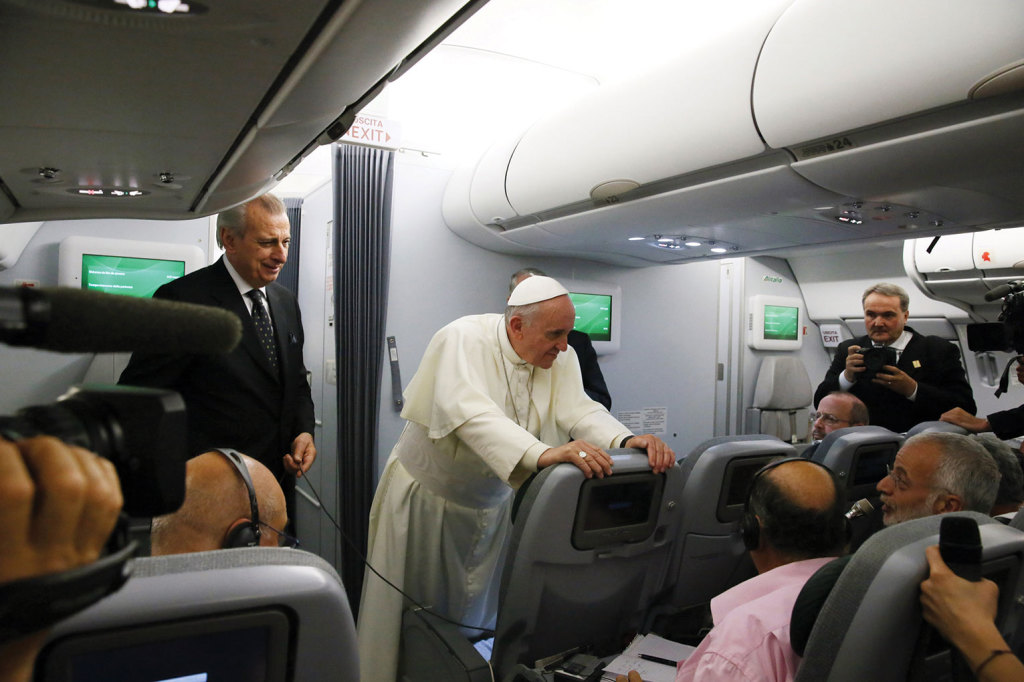 July 28, 2013, flight from Rio de Janeiro (Brazil) to Rome. This was the first   apostolic journey of Pope Francis, to the 28th World Youth Day.  To the surprise of those traveling with the Pope, during his return journey, he agreed to answer journalists' questions for more than an hour despite being very tired. This became the first great interview of the pontificate.