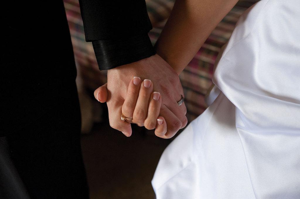 mani-matrimonio-coppia