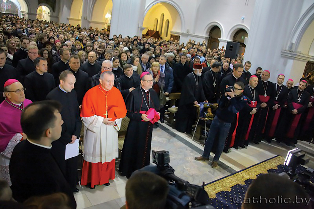Catholics from around Belarus gathered in Minsk in the Church of Sts. Simon and Helen for a Lenten vigil between March 14 and 15, together with Pope Francis' Secretary of State Pietro Parolin.