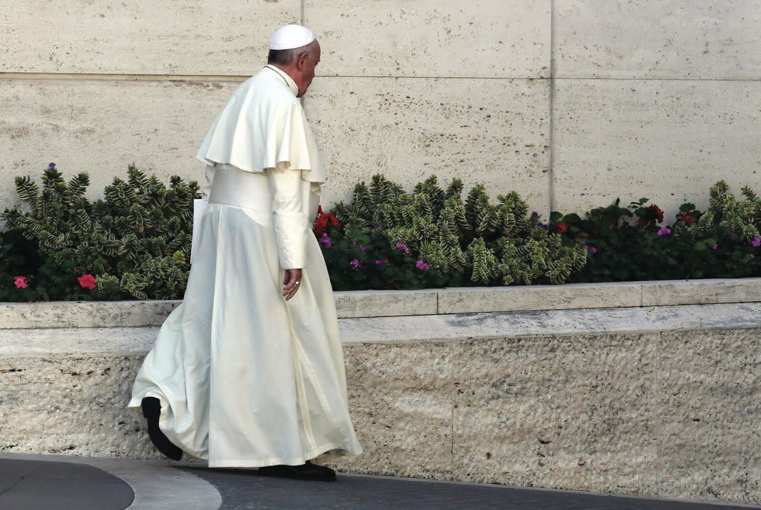 October 6, 2014, Vatican City: Pope Francis walks alone from the Synod Hall at the end of the first morning of the Synod on the Family. (Galazka photo)