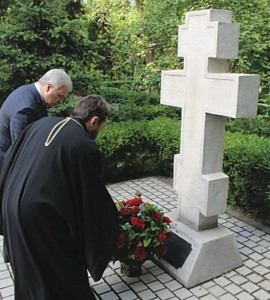 Russian Ambassador to China Andrei Denisov and Hilarion lay flowers before the memorial cross at the Embassy to commemorate Russians who had died in China.