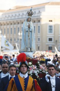 October 12, 2013, Piazza San Pietro. Procession with the statue of Our Lady of Fatima (Grzegorz Galazka)