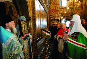 Patriarch Alexy II, head of the Russian Orthodox Church, and Cardinal Walter Kasper, president of the Pontifical Council for Promoting Christian Unity, venerate the icon of the Mother of God of Kazan during a ceremony Aug. 28 in Assumption Cathedral in the Kremlin in Moscow. The icon, which was spirited out of Russia following the Bolshevik Revolution, was returned at the request of Pope John Paul II as a gesture of good will intended to help bridge the 1,000-year divide between the Roman Catholic and Russian Orthodox churches. (CNS photo from Reuters) (Aug. 30, 2004) See WEEKLY ROUNDUP Aug. 30, 2004.