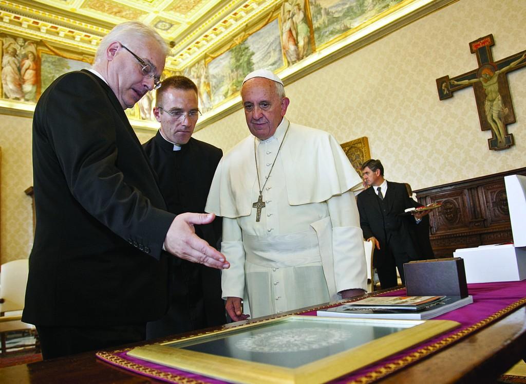 10.10.2013 Vaticano, Biblioteca privata. Udienza del Santo Padre Francesco al Presidente della Repubblica di Croazia, Ivo Josipovic.