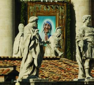 19.10.2003 Vaticano, Piazza San Pietro. Santa Messa e Beatificazione di Madre Teresa di Calcutta ( 1910-1997 ).