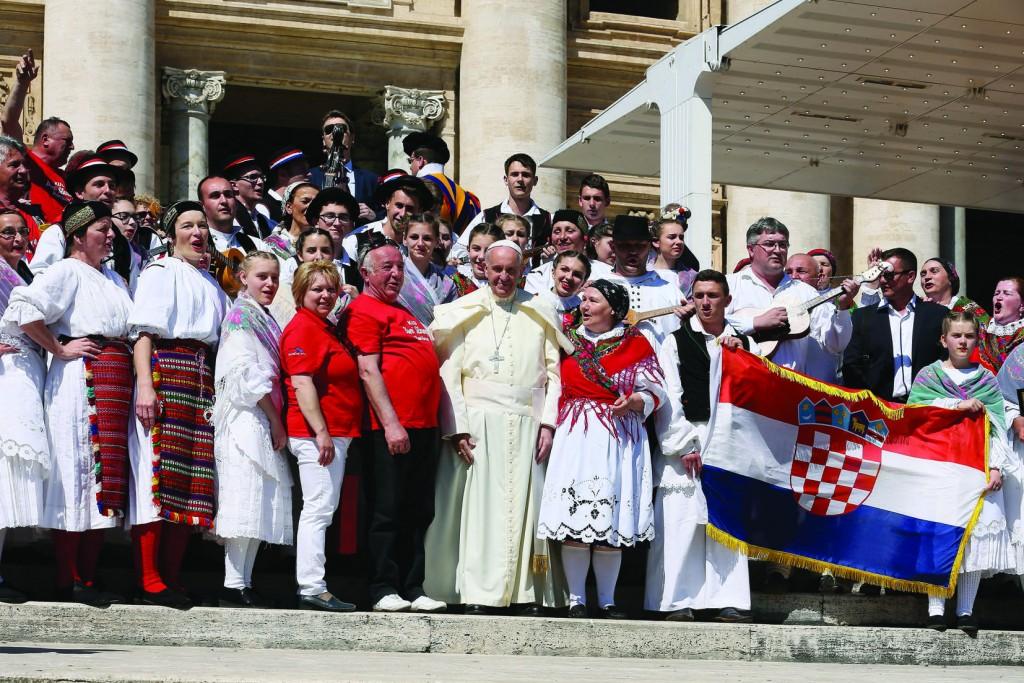 20.04.2016 Piazza San Pietro. Udienza Generale del Mercoledì di Papa Francesco. Il Santo Padre saluta un gruppo folcloristico proveniente dalla Croazia.