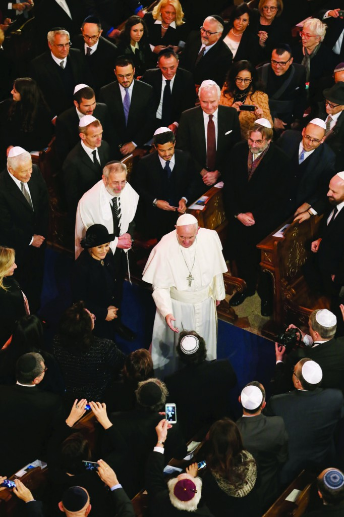 17/01/2016 Rome, Italy. Pope Francis' visit to the Great Synagogue of Rome. The Holy Father goes into the synagogue together with Ruth Dureghello, President of the Jewish Community of Rome, and Riccardo Di Segni, Chief Rabbi of the Jewish Community of Rome.