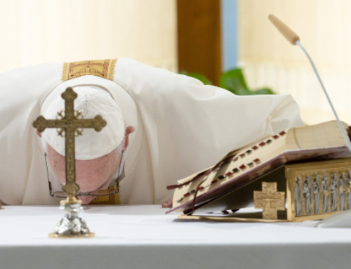 Pope at Mass prays for those who bury the dead during pandemic