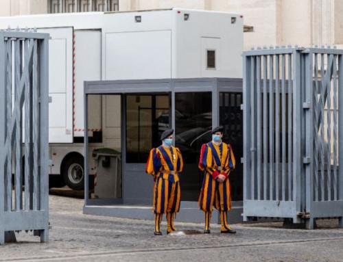 3 Swiss Guards resign over Vatican vaccine mandate